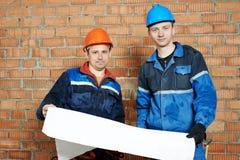 两名电工工作者 图库摄影