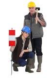 两名路工作者 免版税库存图片