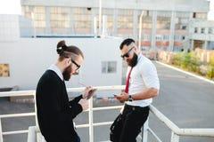 两商人在工作 免版税库存图片