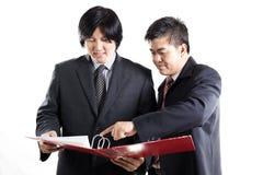 两商人讨论 库存图片