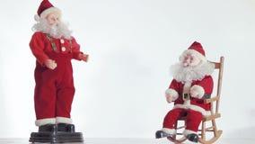 两圣诞老人享受以后的圣诞节 股票视频