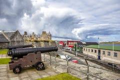 两在堡垒夏洛特, Lerwick,舍德兰群岛,苏格兰的大炮 库存照片