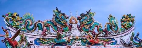两在寺庙的龙 图库摄影