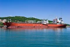 两在油港公司Rosneft附近的罐车 不冻港海湾 东部(日本)海 30 05 2014年 免版税库存图片