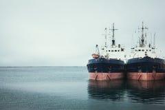 两在海港的船 免版税库存图片