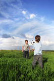 两在足球的愉快的男孩戏剧 库存图片