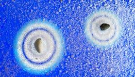 从两块石头的背景禅宗在原始的圣的蓝色口气 库存图片