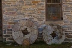 两块磨房石头 免版税图库摄影