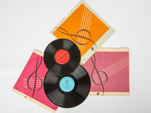 两块老唱片在白色背景的盖子 库存图片