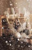 两块香槟玻璃,圣诞节装饰 库存图片