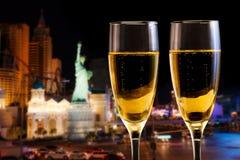 两块香槟玻璃的特写镜头图片 免版税库存照片