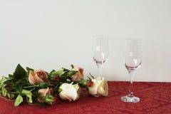 两块香槟玻璃 免版税库存照片
