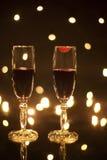 两块玻璃用在一个的红葡萄酒与唇膏标记 免版税库存照片