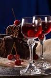 两块玻璃用樱桃利口酒 免版税库存照片
