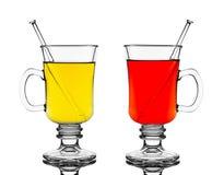 两块玻璃用红色和黄色热的酒 免版税库存照片