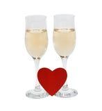 两块玻璃用香槟和心脏在白色背景 holida 库存图片