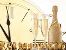 两块玻璃用香槟和瓶 3d翻译 免版税库存图片