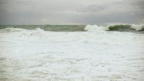 两大风暴波浪滚动岸上慢动作 影视素材