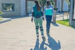 两女孩路辗逐个去 免版税图库摄影