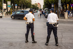 两官员自治都市警察 免版税库存图片