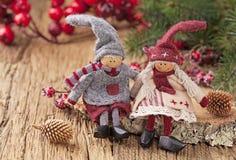 两小的圣诞老人装饰 免版税库存图片