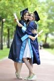 两少妇毕业生 免版税库存图片