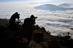 两山的摄影师 免版税图库摄影
