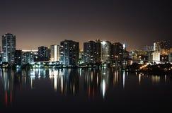 两岸间的晚上 免版税图库摄影