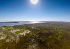 两岸间的沼泽地 库存照片