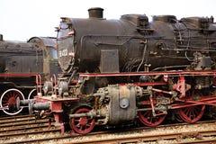 两巨大和heavu古色古香的机车 免版税库存图片