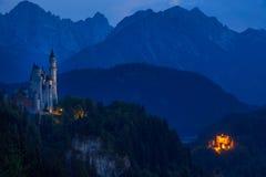 两座德国城堡在晚上 免版税图库摄影