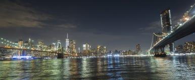 两座最著名的桥梁在纽约是布鲁克林大桥和曼哈顿大桥 以为背景 库存图片