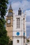 两座钟楼在威斯敏斯特 库存图片