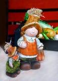 两庭院的陶瓷玩偶 图库摄影