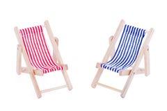 两张玩具海滩睡椅 库存图片