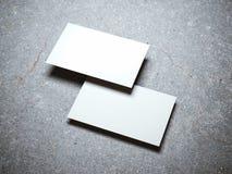两张空白的白色名片 库存图片