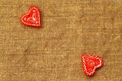 两心脏在一绿松石背景圣华伦泰` s天 库存照片