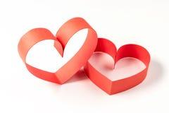 两心脏由丝带制成在白色背景 免版税库存照片