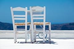 两把白色椅子 库存照片