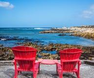 两把红色扶手椅子躺椅 库存照片