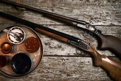 两把老古色古香的猎枪步枪 免版税图库摄影