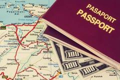 两护照和路线图 库存图片