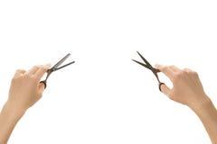 两拿着不同的头发剪刀的手 库存照片