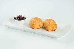两新鲜和鲜美新月形面包 在空白背景 库存照片