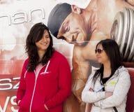 两有吸引力的女孩durin Motoshow在波兰 免版税库存图片