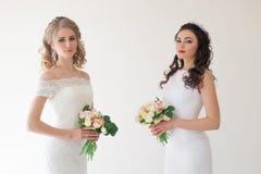 两有花束婚礼的婚姻的新娘 库存照片