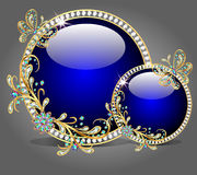 两有蝴蝶的玻璃碗由宝石制成 免版税库存照片