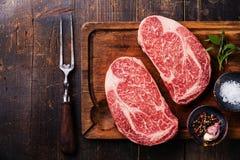 两未加工的新鲜的使有大理石花纹的肉牛排Ribeye 免版税库存照片