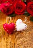 两朵心脏和花 免版税库存照片