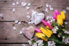 两朵装饰心脏和花 库存图片
